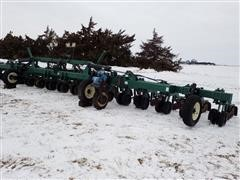 Moore-Built Strip Cat 16R30 Strip-Till Machine