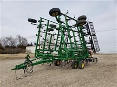 2015 John Deere 2210 36' Level Lift Field Cultivator
