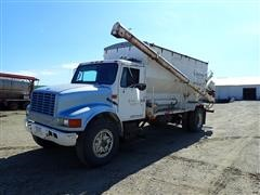 1995 International 4900 S/A Bulk Feed Truck