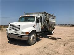 2001 International 4700 S/A Feed Truck
