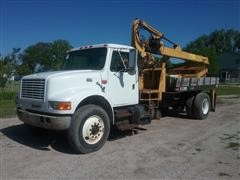 2000 International 4700 Crane Truck