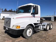 2000 Volvo VNM64T Day Cab T/A Truck Tractor
