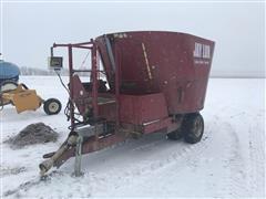 Jay-Lor 2425 Vertical Mixing Feed Wagon
