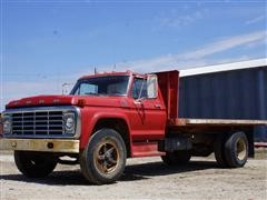 1974 Ford F750 Grain Truck With 16' Bed & Hoist