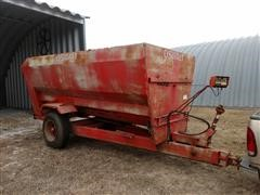 Oswalt 370 Feeder Wagon