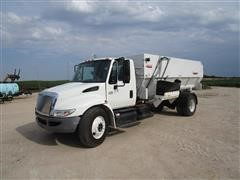 2005 International 4300 SBA Feed Truck
