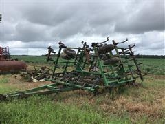 John Deere 960 26' Field Cultivator