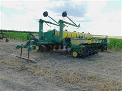 1989 John Deere 7200 16R30 Planter