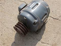 4 Electric Motors, 1 Air Compressor Pump