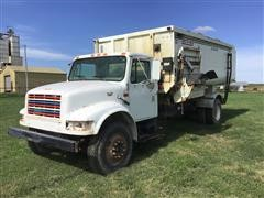 2001 International 4900 Truck W/Roto-Mix 720-16 Feed Mixer