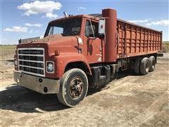 1985 International F2575 T/A Grain Truck