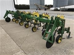 "John Deere 825 6-Row 30"" Cultivator"
