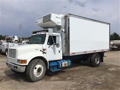 2001 International 4700 S/A Reefer Truck