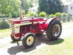 1959 International 460 Wheatland 2WD Tractor