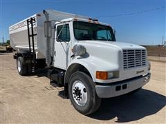 2001 International 4700 4x2 S/A Feed Truck