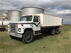 1981 International 1724 T/A Grain Truck