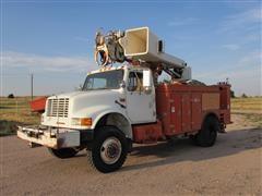 1990 International 4000/4800 4X4 Digger Derrick Truck w/Man Basket