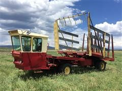 New Holland 1049 Stackliner Self-Propelled Bale Wagon