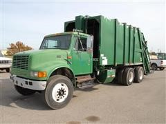 2000 International 4900 T/A Rear Load Garbage Truck