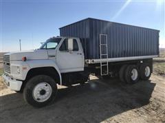 1993 Ford F900 T/A Grain Truck