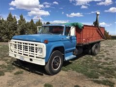 1976 Ford F-700 S/A Grain Truck