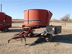 Case IH 8610 Self-Loading Bale Processor
