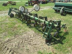John Deere 825 6x30 Row Crop Cultivator