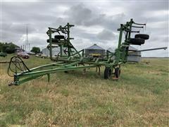 John Deere 1600 Field Cultivator