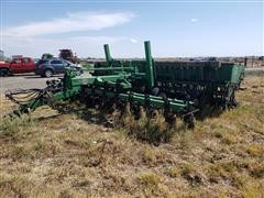 Great Plains Solid Stand 20 Drill W/Great Plains Center Pivot Hitch