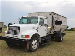 2000 International DT 466E S/A Truck W/Kuhn Feed Mixer Box