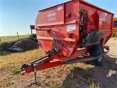 KUHN Knight Reel Auggie 3136 Roughage Maxx Feeder Wagon