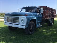 1970 Ford F600 Grain Truck W/Hoist