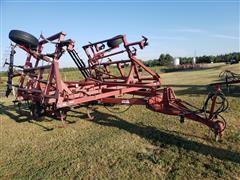 Case IH 4800 Vibra Shank Field Cultivator