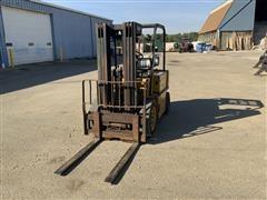 1991 Caterpillar V40D Forklift