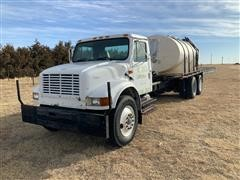 1992 International 4900 T/A Flatbed Truck W/Tank (INOPERABLE)