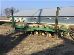 """John Deere 7000 15R15"""" Planter"""
