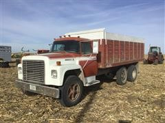 1977 International LoadStar 1700 T/A Grain Truck