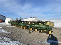 John Deere 7300 MaxEmerge 2 12R30 Planter