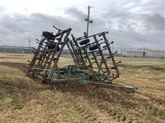 John Deere 980 Field Cultivator (Inoperable)