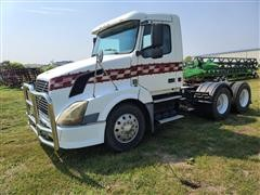 2004 Volvo VNL64T T/A Truck Tractor