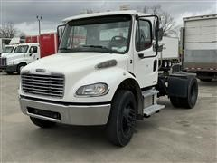 2005 Freightliner Business Class M2-106 Day Cab S/A Truck Tractor