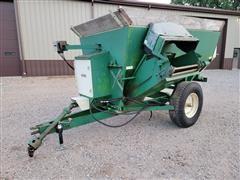 Henke B160 217 3 Auger Mixing Feeder Wagon