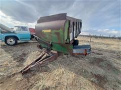 Farmhand H305A Feeder Wagon