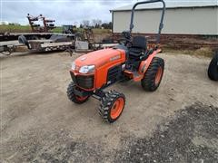 Kubota B3200 MFWD Compact Utility Tractor