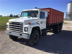 1980 International 1724 T/A Grain Truck