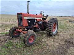 1971 International 826 2WD Tractor