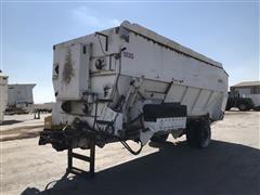 2012 Harsh 900 Feed Mixer/Feed Truck Box