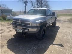 2001 Dodge Ram 2500 Extended Cab 4x4 Pickup & Snow Blade