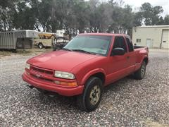 2000 Chevrolet S10 Step-Side LS 4x4 Extended Cab Pickup