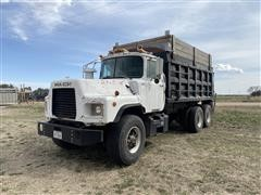 1989 Mack DM690S T/A Dump Truck